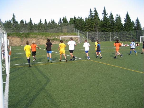 Športne poškodbe otroka- prikaz treninga nogometa.